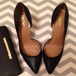 Mossimo blk snake skin heels- sz 6 1/2